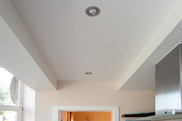 zimmerdecke zimmerdecken in dachschragen lassen sich auch schan und sauber mit paneelen versehen welche wiederum im hachsten grad gestalterische freiheit bieten renovieren kosten